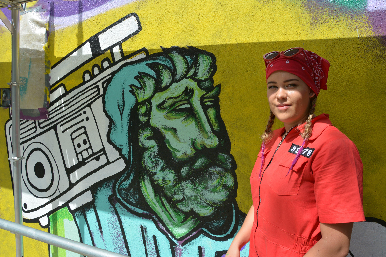 Die Tessiner Sprayerin Inaya malte den Wilhelm Tell mit Ghettobluster.