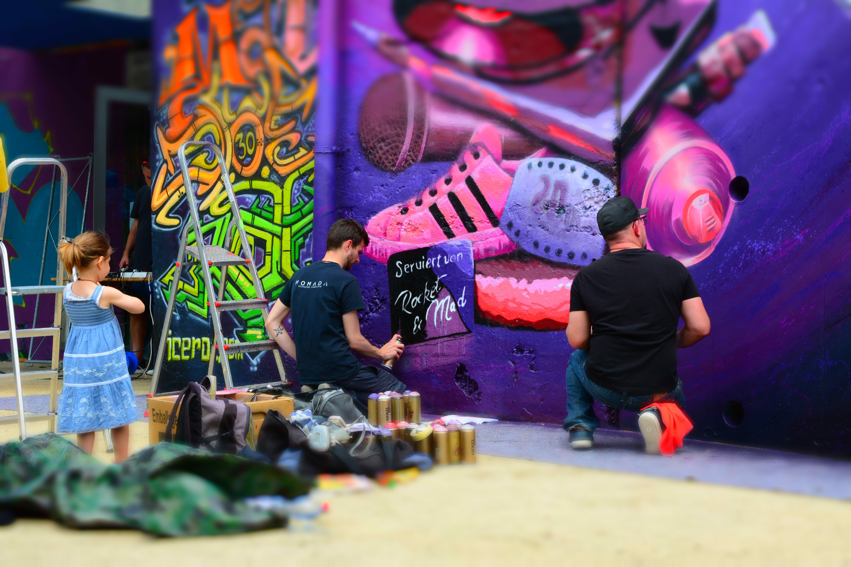 Verschiedene Sprayer haben den Bunker verschönert. (Bilder: Christian Tschümperlin, Altdorf, 16. Juni 2019)
