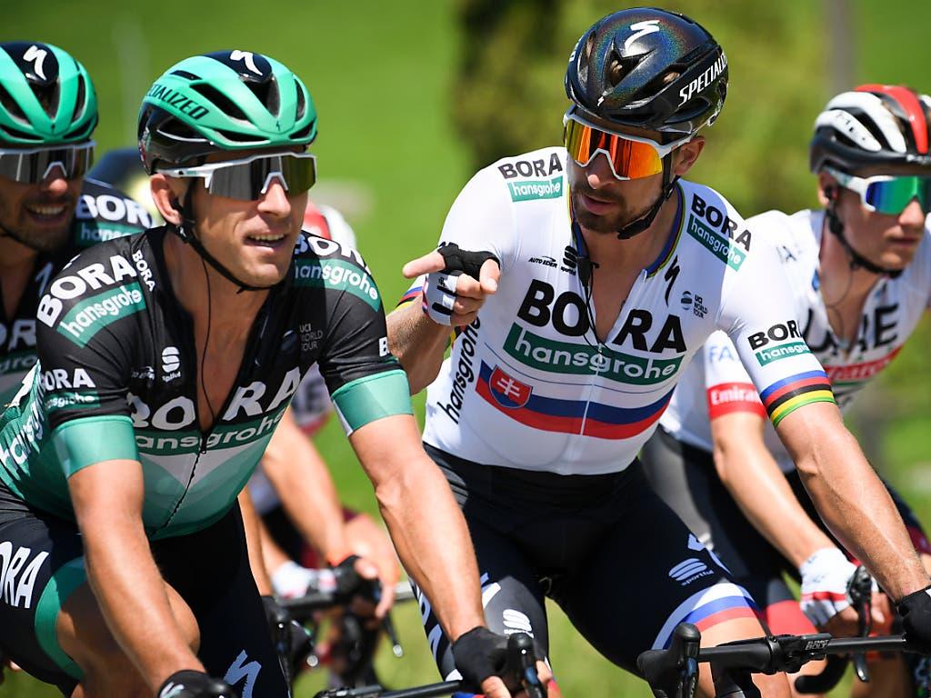 Noch bevor es im anspruchsvollen Etappenfinale um Alles oder Nichts ging, war Peter Sagan mit seinen Teamkollegen von Bora-Hansgrohe zum Scherzen aufgelegt (Bild: KEYSTONE/GIAN EHRENZELLER)