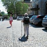 Herisau: Nach Beinahunfall bei der Post sammelt gehbehinderte Rentnerin Unterschriften für die Sanierung des Postparkplatzes.