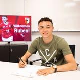 Ruben Vargas hat in Augsburg einen Fünfjahresvertrag unterschrieben. (Bild: FC Augsburg)