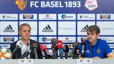 Cheftrainer Marcel Koller, links, und Präsident Bernhard Burgener, rechts, sprechen an einer Medienkonferenz des FC Basel 1893 in Basel. (KEYSTONE/Georgios Kefalas, 18. Juni 2019)