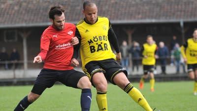 Der Atldorfer Calderon Mavembo (am Ball) erzielte für Altdorf den Ehrentreffer. (Bild: Urs Hanhart, Altdorf, 14. April 2019)