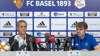 FCB-Trainer Marcel Koller (links) und Präsident Bernhard Burgener an der Medienkonferenz nach dem Trainer-Chaos des Vereins. (Bild: Georgios Kefalas)