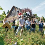 Das Frauenfelder «Hexehüsli» ist umgezogen, beim Wiederaufbau spielt ein Handwerker-Orchester