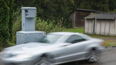 Wer zu schnell fährt, den blitzt die Polizei – so geschehen dieses Wochenende. (Symbolbild: Ralph Ribi)