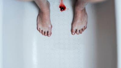 Schluss mit Tampons & Co.: Free-Bleeding-Anhängerinnen lassen das Menstruationsblut einfach rausfliessen. (Bild: Getty)