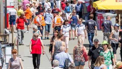 235 stolze Meter misst der längste Zopf der Welt – gebacken in Buochs. (Bild: Franziska Herger, 2. Juni 2019)