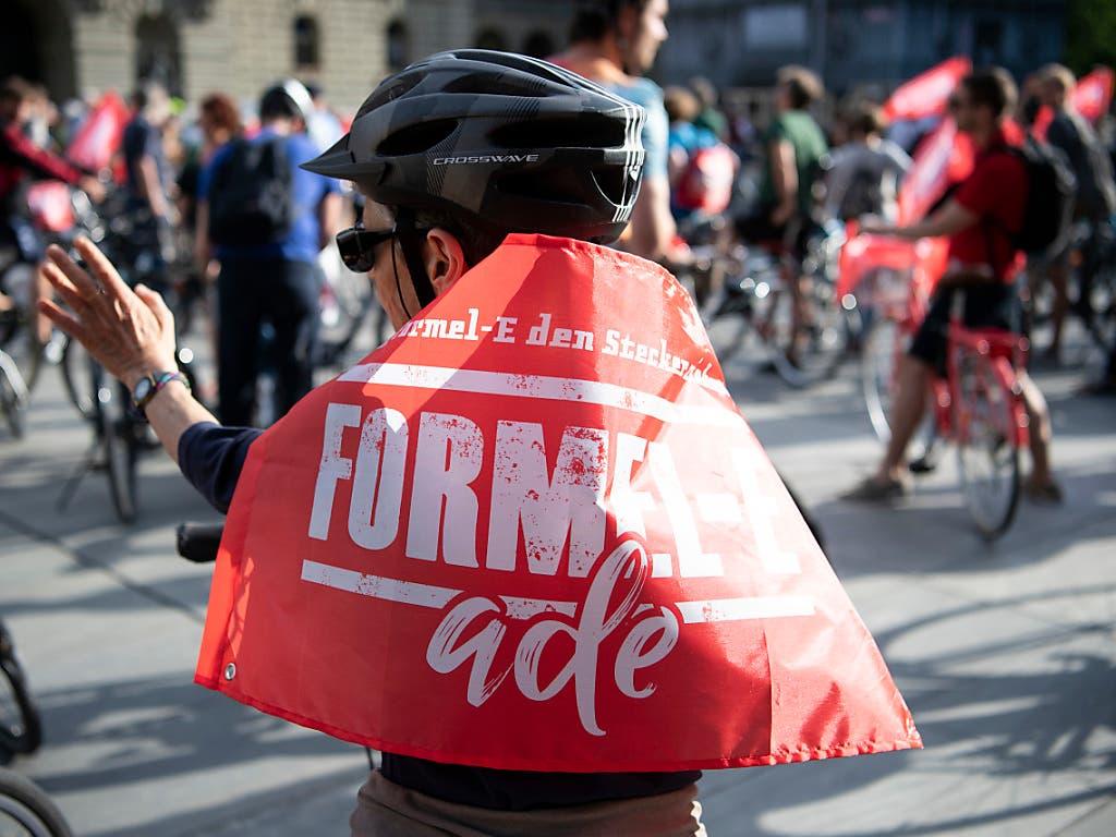 Zur Kundgebung per Velo aufgerufen hatte das Komitee «Formel-E ade» (KEYSTONE/Peter Schneider) (Bild: KEYSTONE/PETER SCHNEIDER)