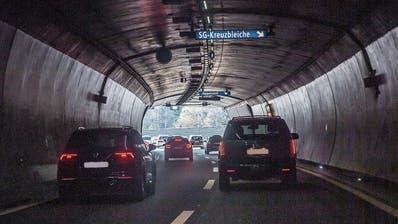 Angst vor Verkehrskollaps auf der Stadtautobahn: Politiker fordern ÖV-Ausbau während Sanierungsarbeiten