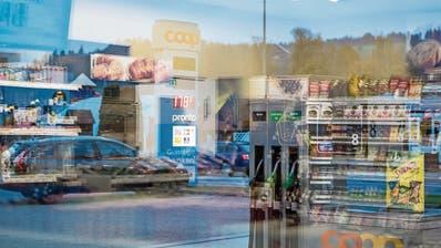 Die Glasfassade eines Coop-Tankstellenshops in Willisau. (Bild: Nadia Schärli, 3. November 2018)