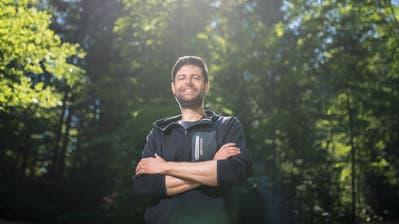 Noch bis zum 30.Juni ist der Theologe Matthias Wenk im Wald oberhalb des Rütiweiers zu Hause. (Bild: Benjamin Manser)