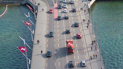 Drohnen Bilder Stadt Luzern. Fotografiert am 27. März 2019.Im Bild: Seebrücke, Stadt Luzern, Verkehr, AutoBoris Bürgisser / LZLuftaufnahmeDrohneStadtansichtOrtschaftOrtsbild