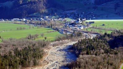 Blick von der Panoramastrasse auf die Laui in Giswil. (Bild: Giswil, 23. Dezember 2014)