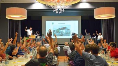 Mit grossem Mehr bewilligen die Bürgerinnen und Bürger den Kreditantrag für die Modernisierung des Gasthauses zum Trauben. (Bild: Mario Testa)