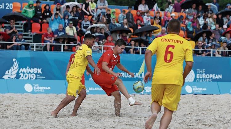 Schweizer Beachsoccer-Nationalteam steht dank Gala in den Halbfinals