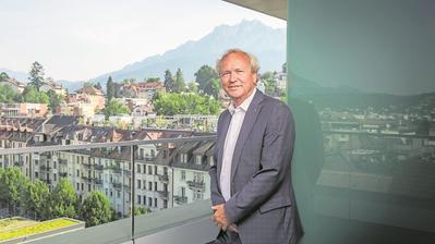 Der neue Regierungspräsident Paul Winiker auf der Terrasse des Polizeigebäudes an der Kasimir-Pfyffer-Strasse in Luzern. (Bild: Dominik Wunderli, 25. Juni 2019)