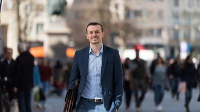 Der St.Galler Nationalrats-Kandidat Arber Bullakaj wirbt mit dem Slogan: «Egal, woher du kommst, wen du liebst, woran du glaubst. Du gehörst zur neuen Schweiz.» (Bild. Michel Canonica/pd)