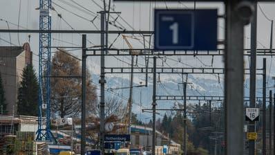 Um den Halt des Regio-Express ist ein Streit entbrannt. (Bild: Archiv LZ)