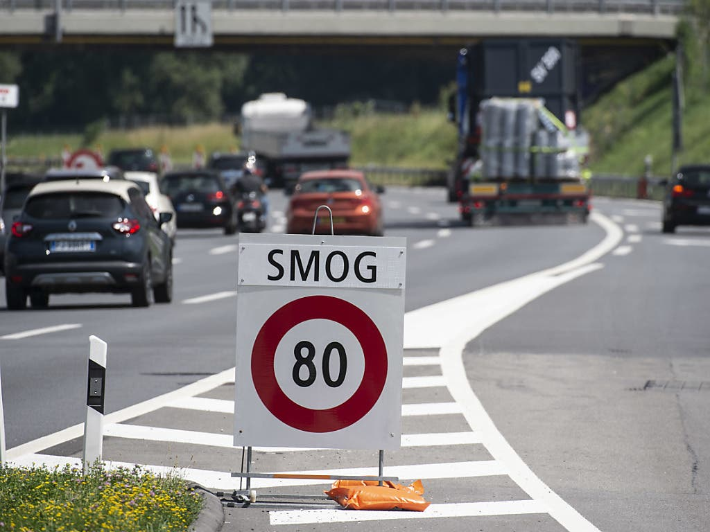 Tempolimit 80 km/h wegen Ozonbelastung: Autobahn A2 in Mendrisio. (Bild: KEYSTONE/TI-PRESS/FRANCESCA AGOSTA)