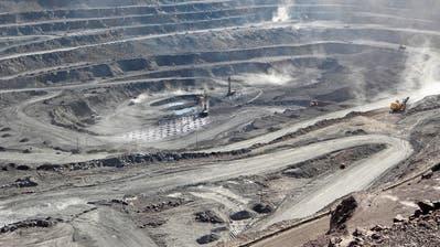 Im Kampf gegen die USA zücktChina nun die Rohstoff-Waffe