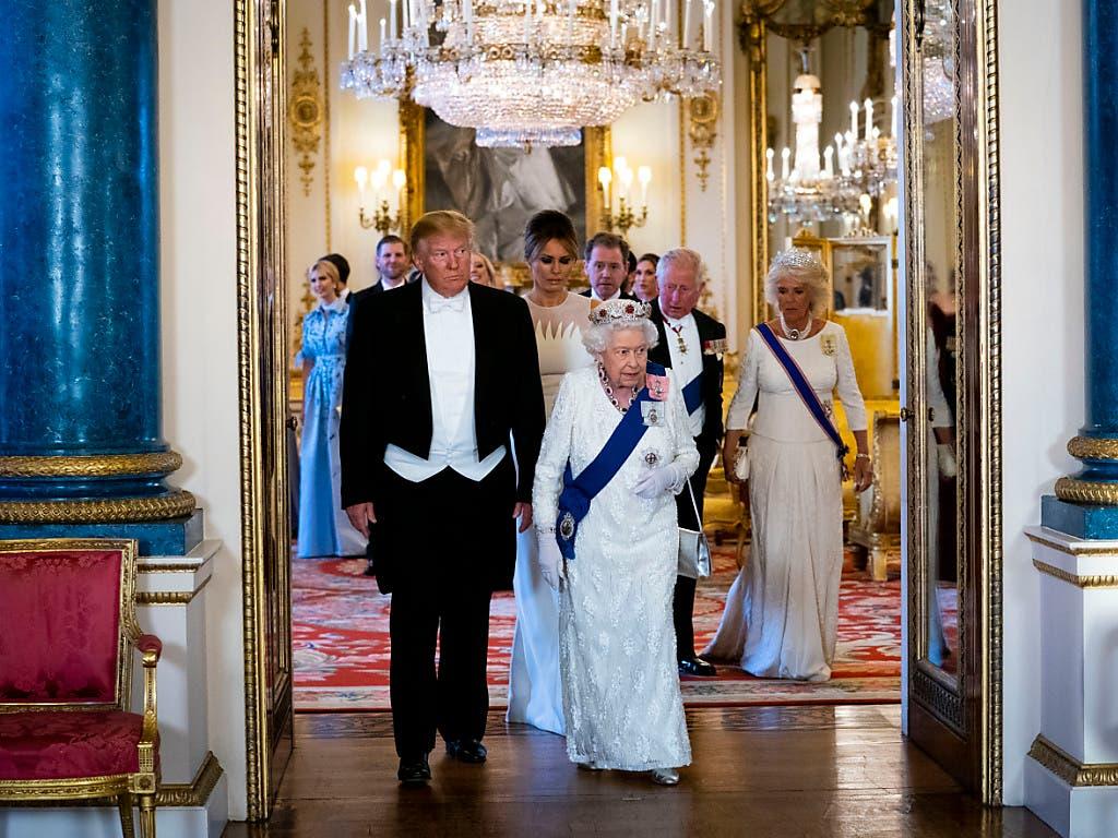 Anlässlich des Staatsbesuches von US-Präsident Donald Trump in Grossbritannien hat es am Montag bereits zahlreiche Zusammenkünfte mit der Queen gegeben. (Bild: KEYSTONE/AP Pool The New York Times/DOUG MILLS)