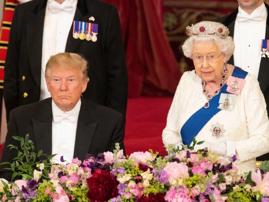 Die Queen hat am Montagabend bei einem Abendessen auch kritische Worte an den US-Präsidenten Donald Trump gerichtet. (Bild: KEYSTONE/EPA POOL/STR / POOL)