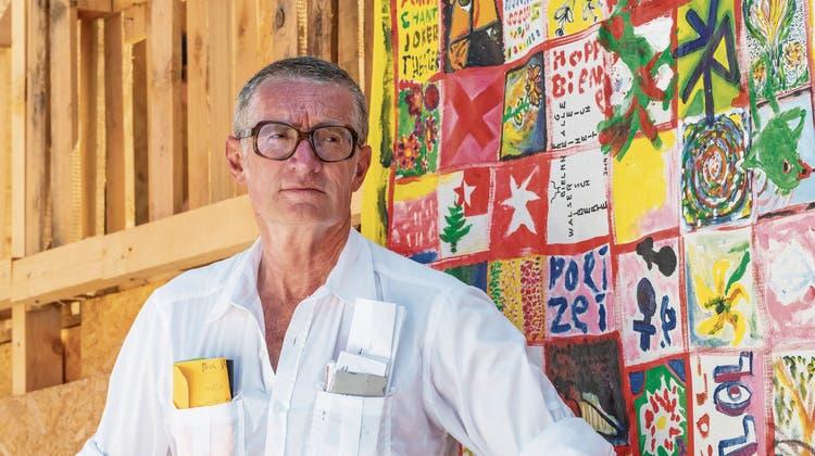 Enfant terrible der Schweizer Kunst: Thomas Hirschhorn polarisiert am Bieler Bahnhof mit einer speziellen Liebeserklärung