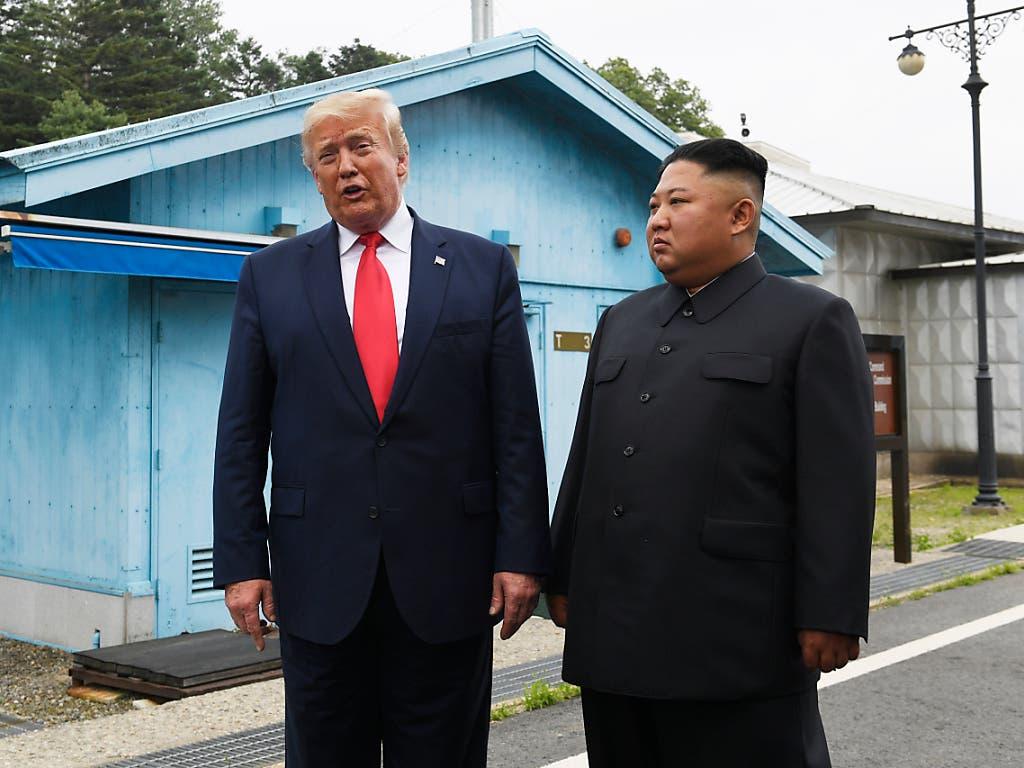 US-Präsident Donald Trump und Nordkoreas Machthaber Kim Jong Un haben sich am Sonntag an der innerkoreanischen Grenze getroffen. (Bild: KEYSTONE/AP/SUSAN WALSH)