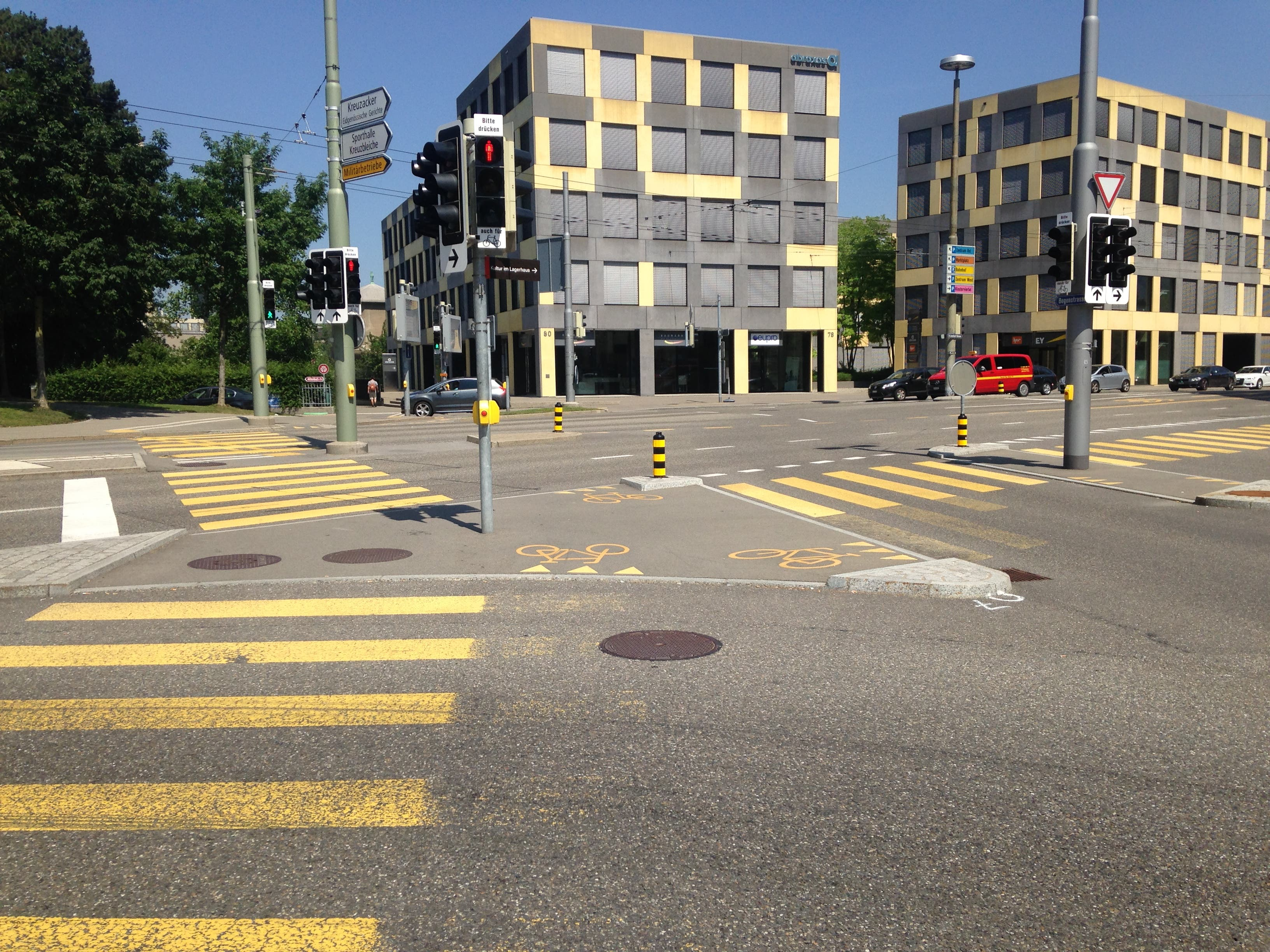 Die vier Strassenübergänge zwischen Reithalle und Geschäftshaus St.Leonhard. (Bild: Reto Voneschen - 30. Juni 2019)