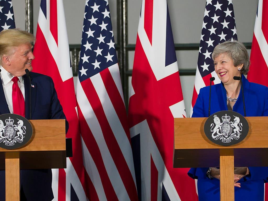 US-Präsident Trump und die scheidende britische Premierministerin May an einer Pressekonferenz in London (Bild: KEYSTONE/AP/ALEX BRANDON)