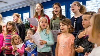 Der Kinderjodlerchor Knabuuzer Juuzer beim Proben. (Bild: Philipp Schmidli, Schachen, 11. Mai 2019)