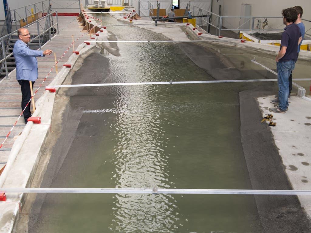 Positive erste Resultate. Anhand erster Hochwassersimulationen mit dem Modell liess sich nach Angaben des Kantons Wallis nachweisen, dass die Sicherungsarbeiten der 3. Rhonekorrektion die Überflutungsgefahr beseitigen werden. (Bild: Keystone/LAURENT GILLIERON)