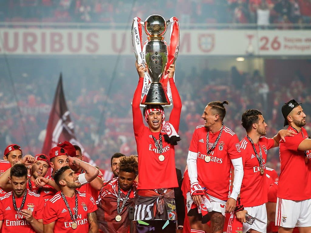 Mit Benfica Lissabon kann João Felix Mitte Mai den Meisterpokal in die Höhe stemmen (Bild: KEYSTONE/EPA LUSA/JOSE SENA GOULAO)