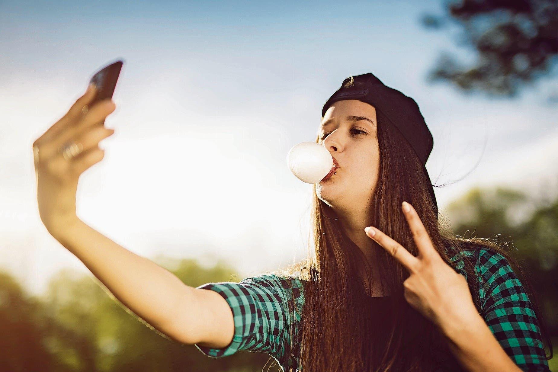Personen mit einem hohen Hang zu Narzissmus veröffentlichen oft Selbstportraits in den Sozialen Netzwerken. (Bild: Getty)