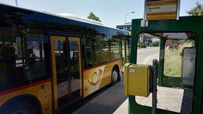 Die Bushaltestelle Alpenblick soll verschoben und neu ausgestattet werden (Bild: Pascal Moser)