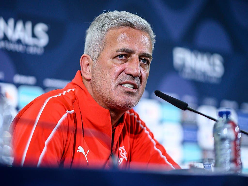 Vladimir Petkovic steht Red und Antwort. (Bild: KEYSTONE/AP UEFA/LUKAS SCHULZE)