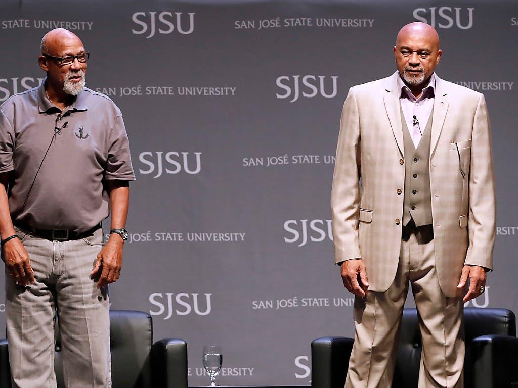 John Carlos (links) und Tommie Smith anlässlich einer Ehrung. Sie würden es wieder tun. (Bild: KEYSTONE/FR155217 AP/TONY AVELAR)