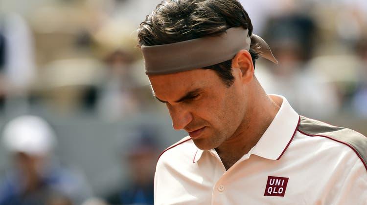 Roger Federer, hier im Bild beim Match gegen Oscar Otto in der zweiten Runde, muss sich am Mittwoch in Paris Geduld beweisen. (Bild: Keystone/Caroline Blumberg, 29. Mai 2019)