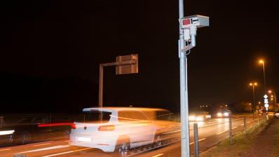 Einer der vier stationären Thurgauer Autonummern-Scanner steht an der Strasse zwischen Arbon undEgnach. (Bild: Ralph Ribi)