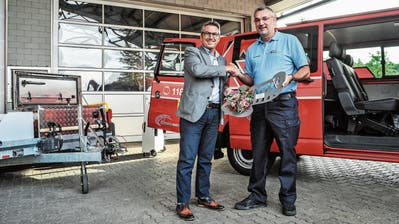 Aadorfer Feuerwehr erhält einen neuen Mannschaftstransporter von der Wängemer Tony Brändle AG