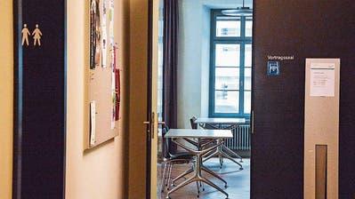 Wenn in der Kantonsbibliothek in Frauenfeld Studenten Schlange stehen, obwohl es kein Freibier gibt
