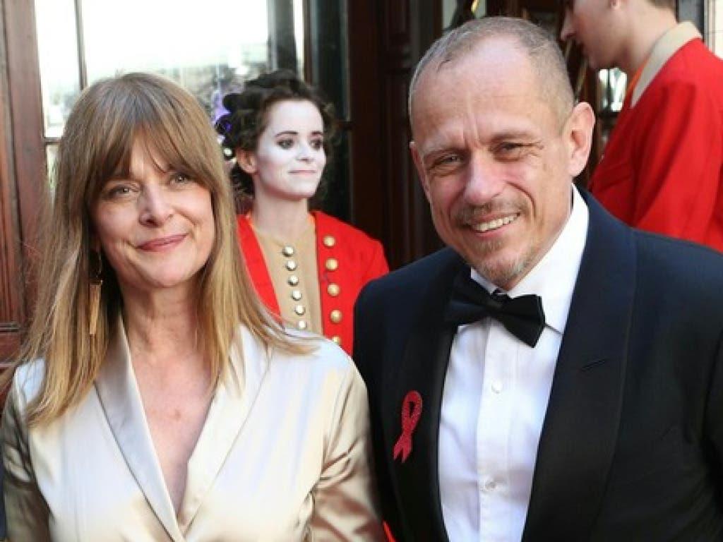 Der Organisator des Wohltätigkeitsfests, Gery Keszler, zeigte sich am Samstagabend auf dem roten Teppich unter anderem mit der Schauspielerin Nastassja Kinski. (Bild: Keystone/APA/GEORG HOCHMUTH)