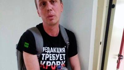 Gericht: Russischer Investigativ-Journalist muss in Hausarrest