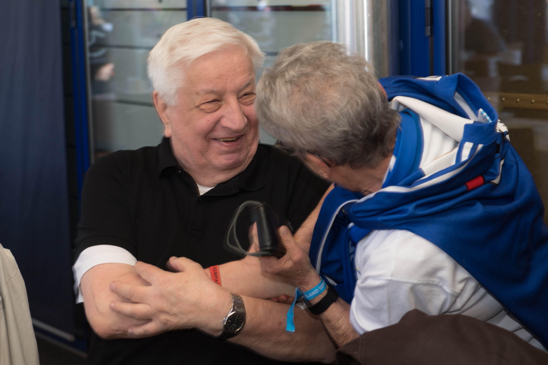 Romano Simioni geniesst die Gespräche mit den Fans von damals. Der Meister-Präsident von 1989 wird immer noch sehr geschätzt. (Bild: Eveline Beerkircher-Bachmann (Sempach, 8. Juni 2019))