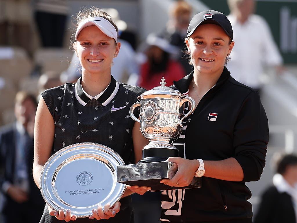 Marketa Vondrousova (links) musste sich mit der Schale zufrieden geben (Bild: KEYSTONE/EPA/YOAN VALAT)