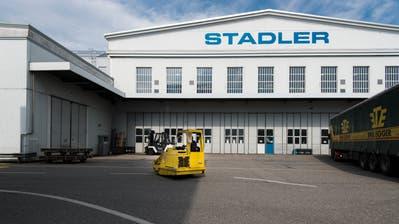 Stadler verlegt bald den Grossteil seiner Produktion von Altenrhein nach St.Margrethen. Das hinterlässt am Standort am See eine Lücke, für die nun Nachmieter gesucht werden. (Bild: Benjamin Manser)