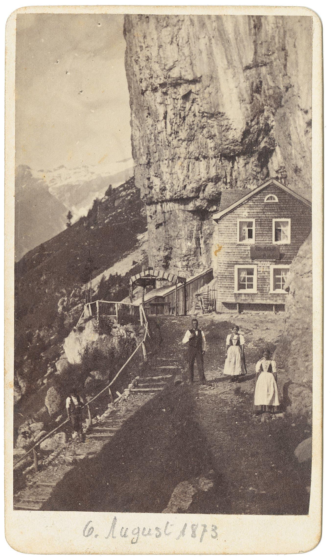 Das Berggasthaus Aescher in einer Aufnahme aus dem Sommer 1873. (Bild: Landesarchiv AI)