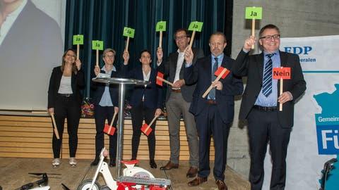 Mitte April nominierte die FDP-Basis sechs Personen für den Nationalrat (von links):Fabienne Brauchli, Helen Schurtenberger, Anne-Sophie Morand, Peter Schilliger, Albert Vitali und Martin Huber. (Bild: Dominik Wunderli, Rickenbach, 17. April 2019)