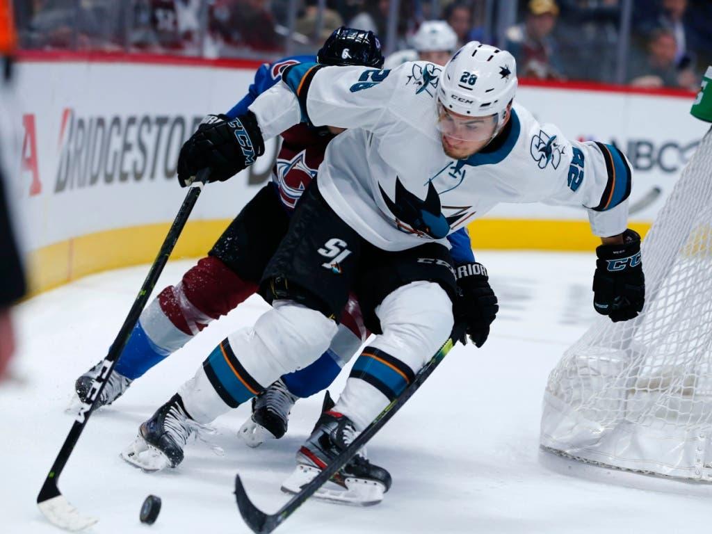 Timo Meier (vorne) hat sich zu einem «Herzstück» der San Jose Sharks gemausert (Bild: KEYSTONE/AP/JACK DEMPSEY)